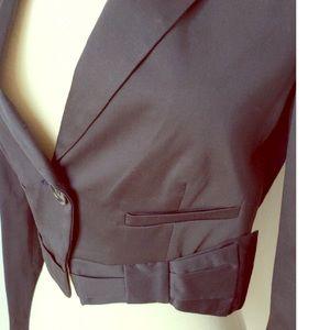 BCBGMAXAZRIA ✨ black cropped bow blazer!